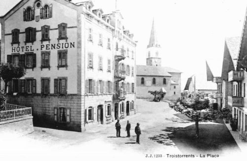 Troistorrents - la place du village